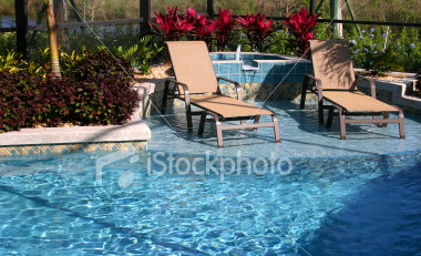 relaxing-in-the-pool